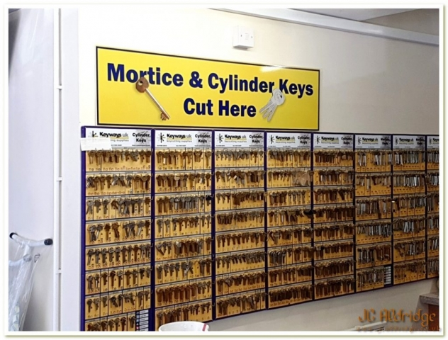 Gloucestershire builders merchants key cutting service